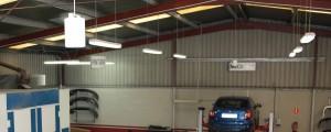 lamparas de un taller de reparación de vehículos